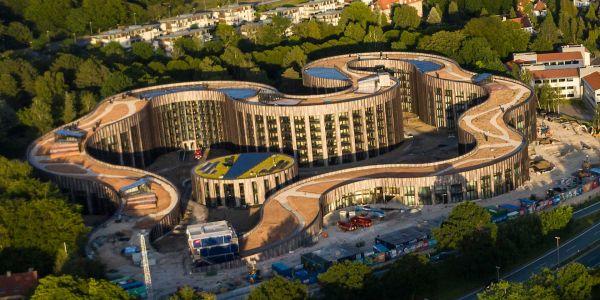 Luftaufnahme des Gebäudekomplexes BaseCamp