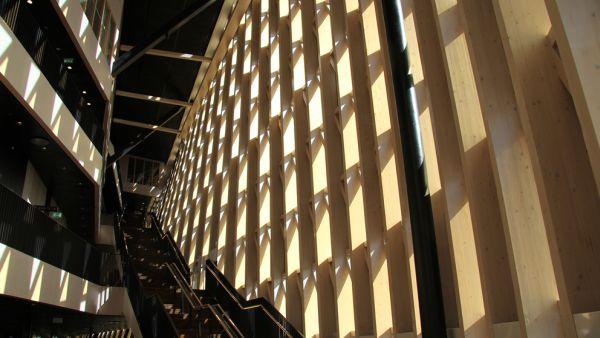 Tragkonstruktion aus Holz im Karolinska Instituttet in Stockholm