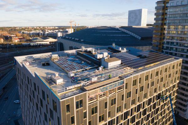 Das Dach des Plusenergiehotels Nationalarenan 3